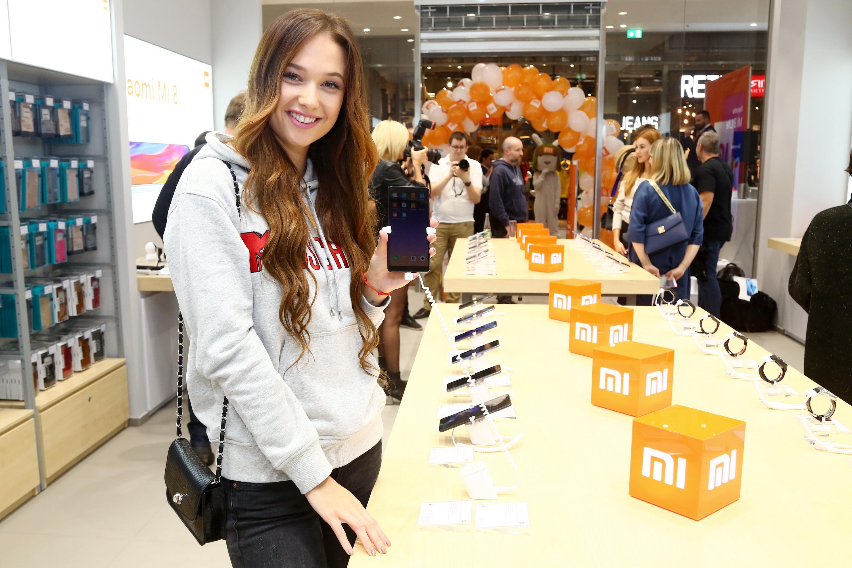 Xiaomi otevřelo další Mi Store: Hvězdná party i obrovské fronty