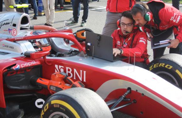 I po testu F2 v Barceloně platí: de Vries pojede do Bahrajnu připraven nejlépe