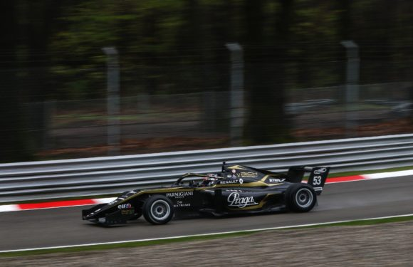 Debut Ptáčka juniora ve Formuli Renault: Mladý Čech dosáhl na body