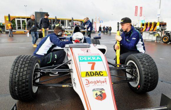 Fantastický víkend v německé F4: 15letý debutant Staněk junior vyhrál a vede šampionát!