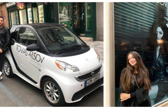 Žádné čekání u kadeřníka: Arsov zákaznícím půjčí elektrické auto!