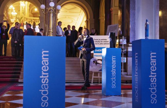 SodaStream na slavnostním večeru představil nový typ lahví a mění pravidla