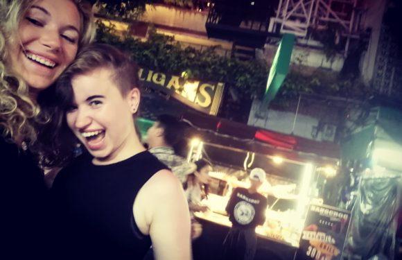 Textařka celebrit známá z Talentu se nechává v Thajsku rozmazlovat svou sestrou