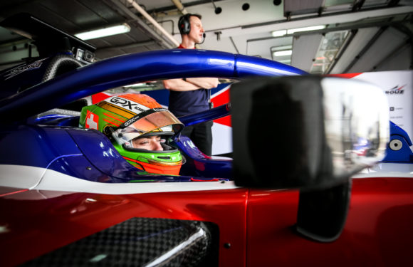 Bravo! Piloti Charouz Racing System ovládli první den testů F2 v Bahrainu!