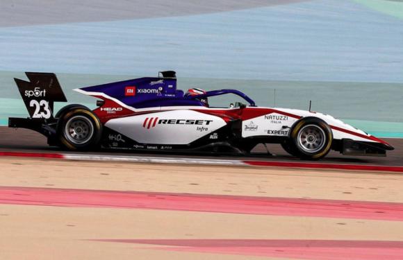 První den testů F3 v Bahrainu: Dva z Charouzových jezdců v top 10