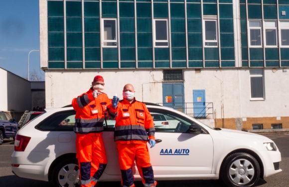 AAA AUTO podpořilo Červený kříž zapůjčením dalšího automobilu. Díky tomu ČK pomůže na více místech